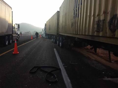 Terrible choque en Atlacomulco-Maravatío, al menos 2 peregrinos mueren