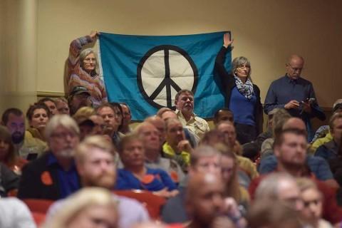 Miles de manifestantes pro armas protestan contra posibles restricciones — Virgina en alerta