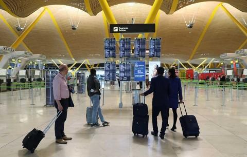 Caos en aeropuerto de Madrid por presencia de drones