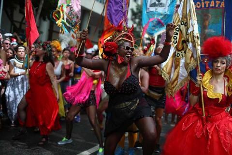 Luchan contra acoso sexual en carnaval de Brasil, donde 'todo vale'