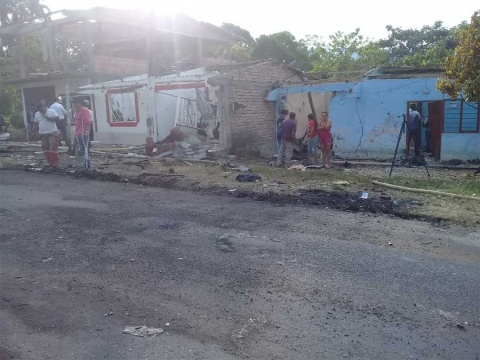Explota auto en Colombia; al menos 7 muertos