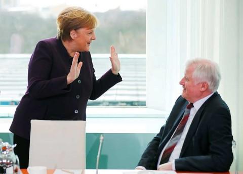 Ministro le niega el saludo a Angela Merkel por miedo al coronavirus