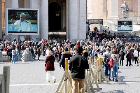 Bajo aislamiento, el Papa ora por enfermos de coronavirus