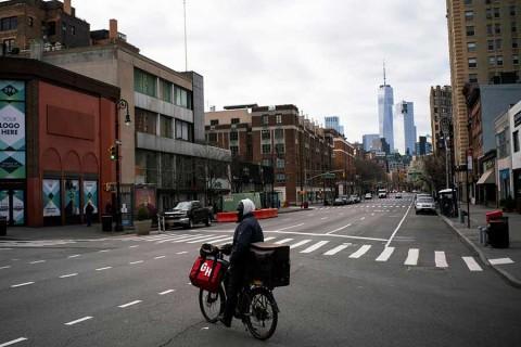 Alcalde de NY pide cuarentena nacional en EU; clama por ayuda