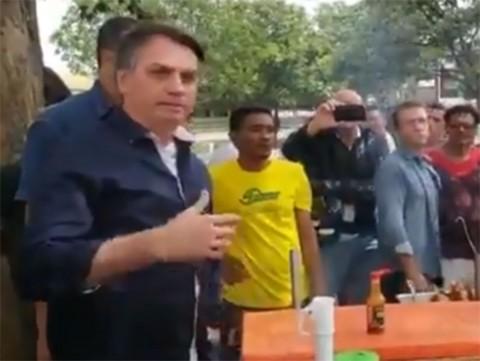 Bolsonaro se ríe del confinamiento y pasea campante
