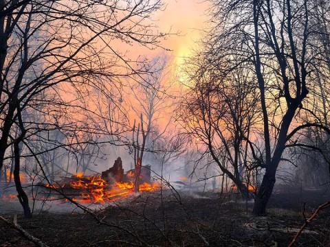 Niega Ucrania aumento de radiactividad por incendio cerca de Chernóbil
