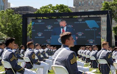 En academia militar, Trump elogia diversidad de EU