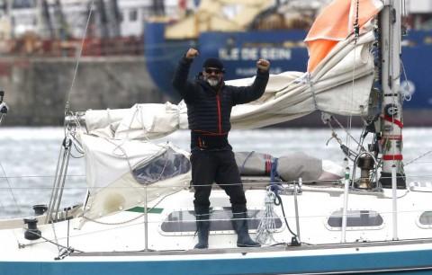 Cruzó el Atlántico en velero para ver sus papás en la pandemia