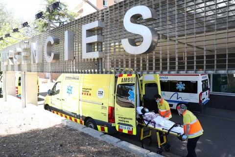 España reconfina a más de 200 mil personas en Cataluña