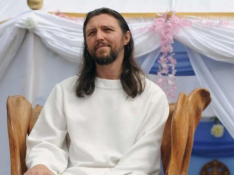 Arrestan a hombre que decía ser reencarnación de Cristo; tenía una secta