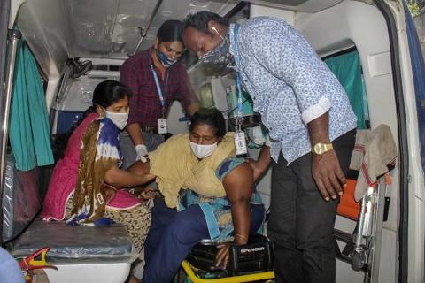 Cientos de personas contraen misteriosa enfermedad en India