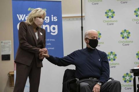 Joe Biden y su esposa se ponen vacuna de Pfizer