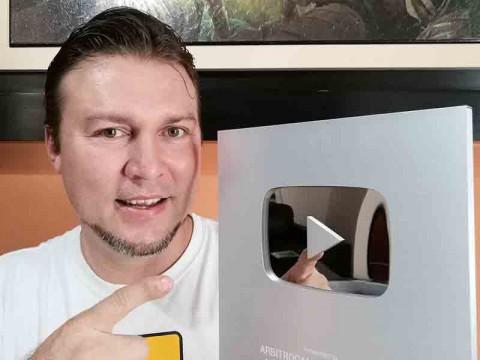 Alcanzó la placa de los 100 mil suscriptores en YouTube. (Facebook: Arbitrocam)