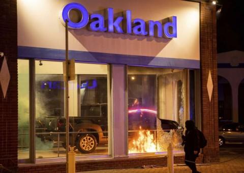 Disturbios en Portland y Oakland durante protestas contra violencia policial