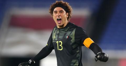 Guillermo Ochoa destacó por su habilidad bajo los tres postes (Foto de Reuters)