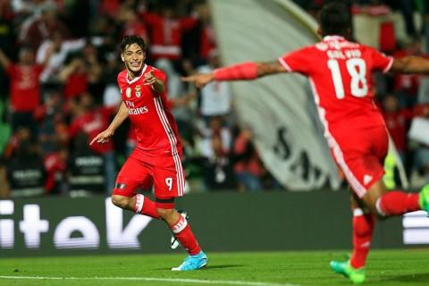 El gol de Raúl Jiménez que amarra el título del Benfica