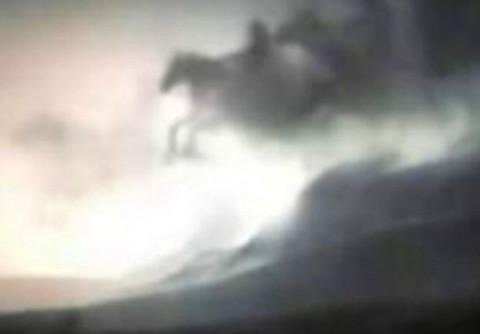 Aparecen tres supuestos Jinetes del Apocalipsis en el cielo