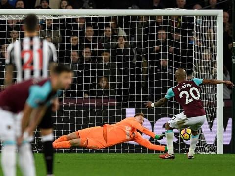 West Ham cae ante Newcastle con ''Chicharito'' de cambio