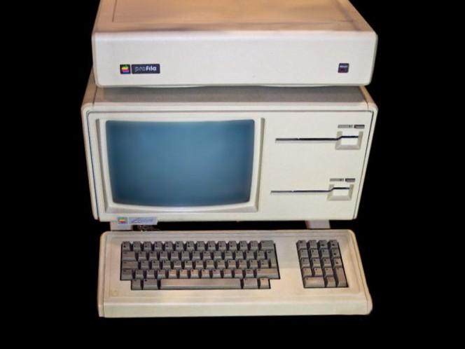 La computadora Lisa fue lanzada en 1983 y suponía una gran apuesta para Apple, sin embargo, por el alto precio (10,000 dólares) falló en el mercado. Foto: Wikimedia CC