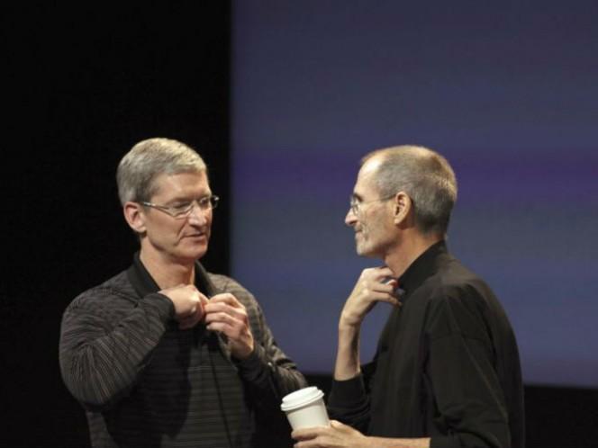 A finales de agosto de 2011, Jobs deja la conducción de Apple en manos de Tim Cook. Foto: Getty