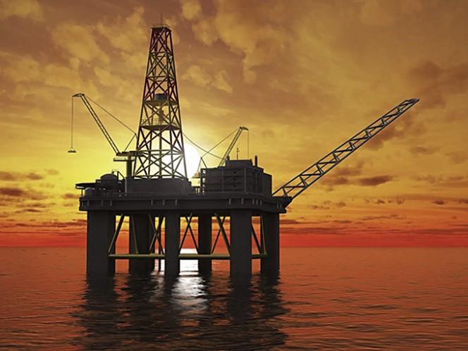 La caída de ingresos petroleros fue por un desplome de 49% en precio y 7% en volumen.