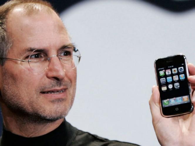 El iPhone fue presentado el 29 de junio de 2007 e inició una revolución que llevó al desfiladero a compañías como Nokia y Blackberry. Foto: Getty