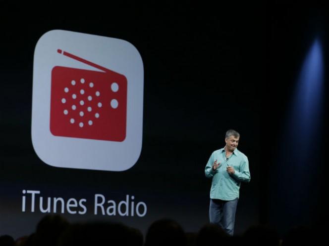 La tienda de iTunes fue lanzada el 28 de abril de 2003. Jobs se inspiró en el éxito de servicios como Napster y abrió con 200,000 canciones. Foto: Reuters