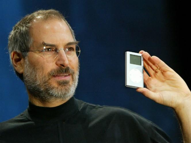 En octubre de 2001, Jobs presentó el primer iPod a un precio de 399 dólares. Foto: Especial