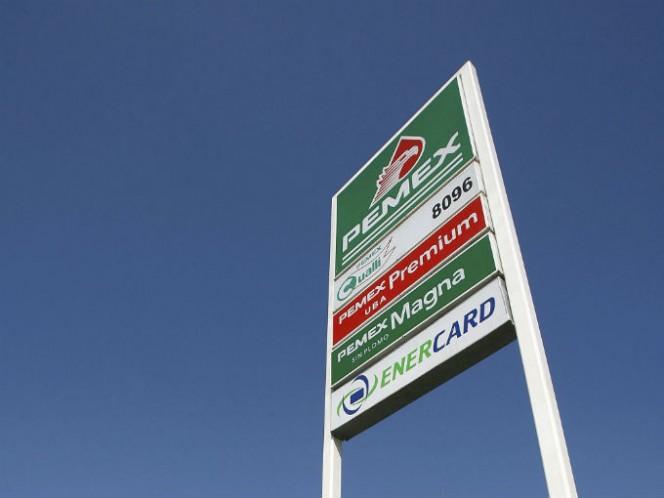 Baja precio máximo de gasolina Premium