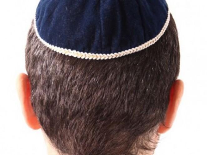 Juez ordena a director de secundaria respetar derechos de niño judío