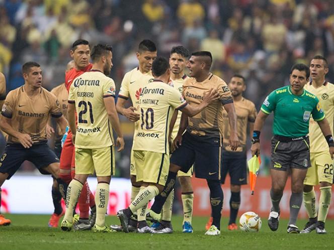 Los ánimos se calentaron y el América se quedó con nueve jugadores (Mexsport)