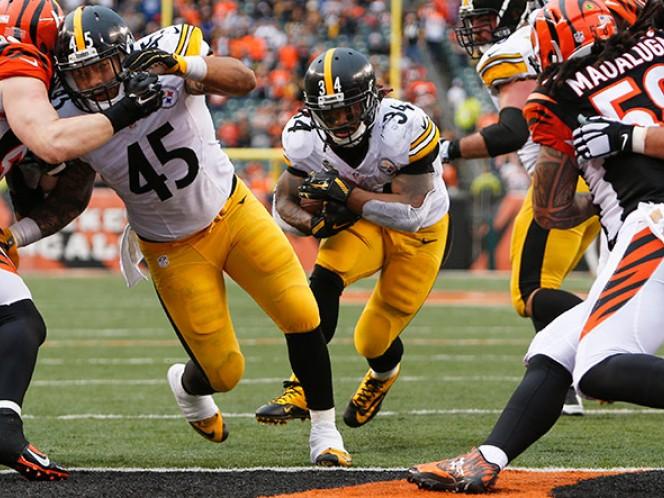 DeAngelo Williams colabora con dos touchdowns (AP)