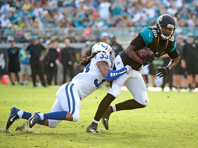 Julius Thomas convirtió un touchdown, tras un pase de Blake Bortles (AP)
