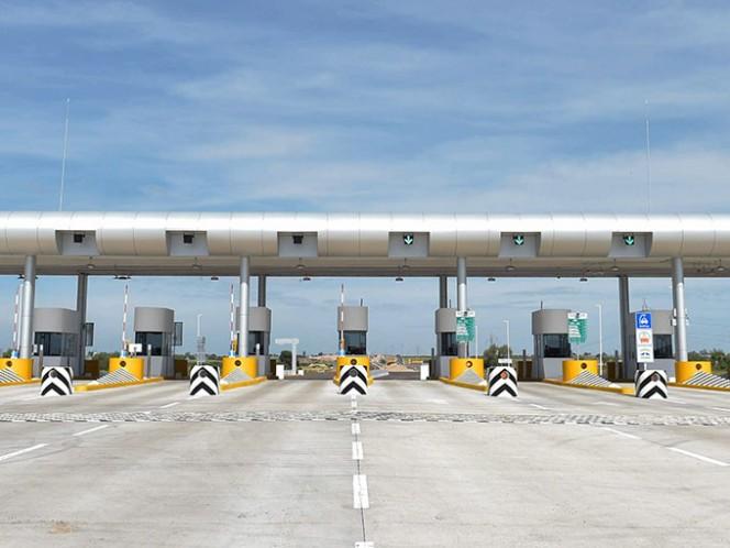 La SCT detalló que las grúas industriales y equipos especiales para el transporte de maquinaria deberán contar con el permiso especial de la SCT, a fin de tomar las previsiones necesarias. Foto: Archivo Cuartoscuro