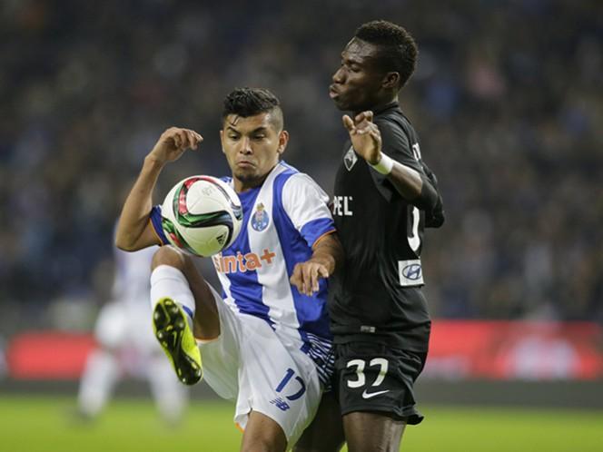 El atacante mexicano ya es pieza clave en el equipo de los 'Dragones'. (Reuters)