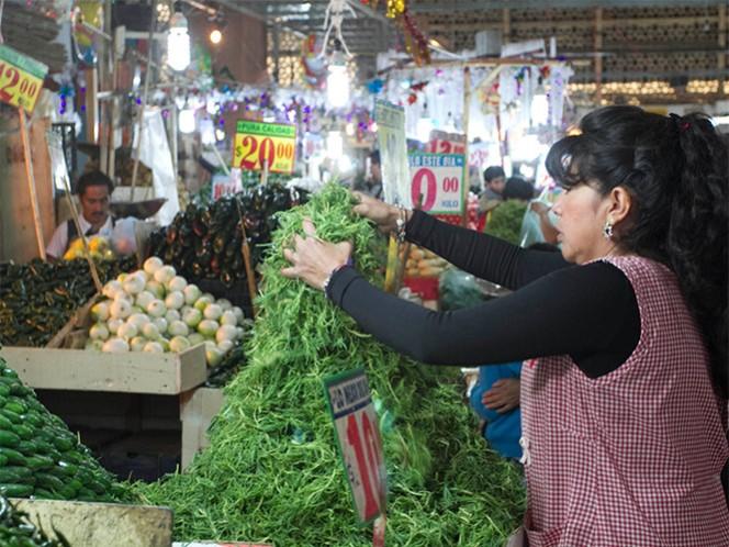 En los diversos mercados se han registrado alzas en los productos de la cena navideña.