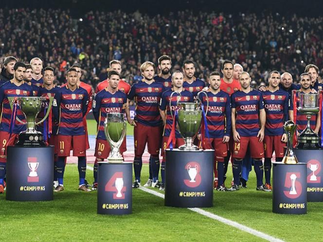 Barça exhibe sus cinco copas a su afición (Reuters)