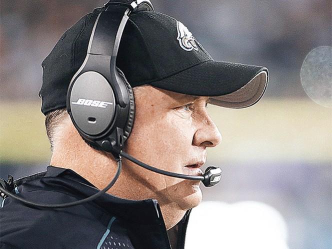 Apenas el martes Chip Kelly fue despedido como coach en jefe de las Águilas de Filadelfia. Fotos: AP