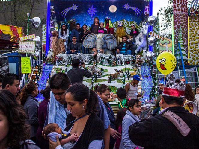 La SSPDF recomienda a los Reyes Magos que lleven consigo solo el dinero necesario para realizar sus compras, eviten llevar joyas y objetos ostentosos. Foto: Cuartoscuro