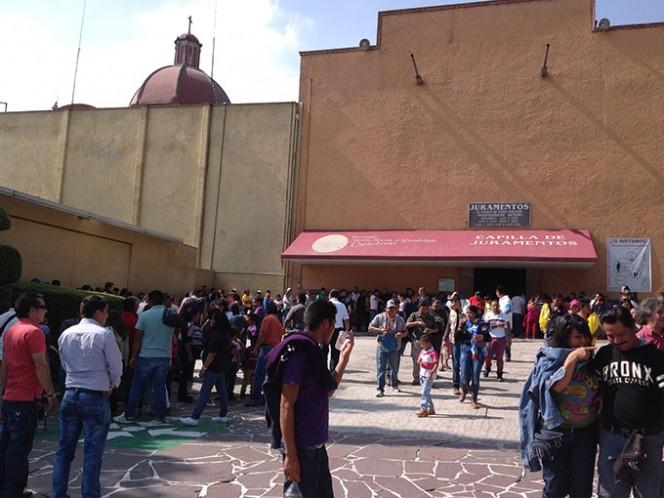 """A lo largo de este sábado, no tuvo pausas la llegada de personas que se presentan ante la Virgen de Guadalupe """"a jurar"""" que renunciarán a sus vicios. Foto: Arturo Páramo"""