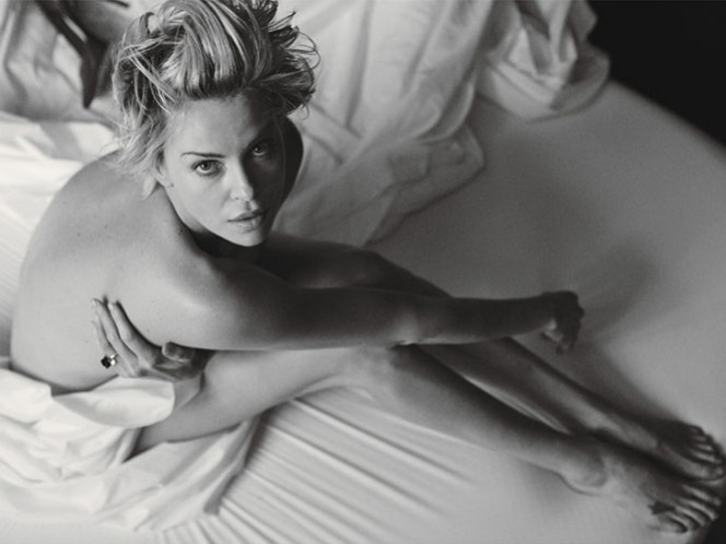 Charlize Theron se desnuda para la revista 'W'