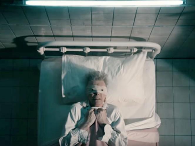 En el inquietante clip, de unos cuatro minutos de duración, Bowie aparece con los ojos vendados, levitando en la cama de un hospital psiquiátrico. (Tomada de YouTube)
