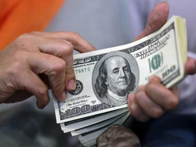 En los centros cambiarios que se ubican en la terminal aérea de la capital mexicana, el euro se vende hasta en 19.87 pesos y se compra en un menor precio de 18.20 pesos.