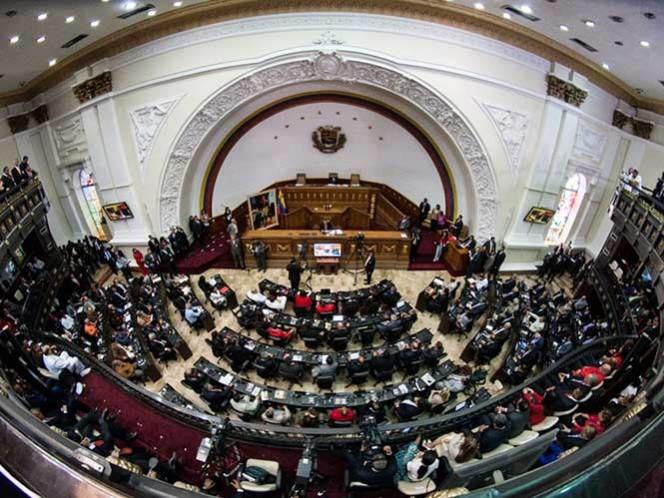 El secretario ejecutivo de la alianza Mesa de la Unidad Democrática, dijo que la oposición venezolana tiene que mantenerse junto al pueblo para ayudarlo a paliar la escasez y la inflación.