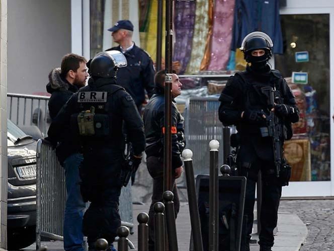 Detienen a sujeto atrincherado con bomba en edificio de Inglaterra