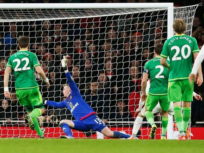 Arsenal y Manchester City avanzan en la Copa FA (AP)