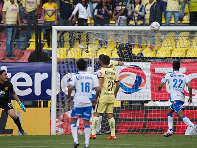 """El América contó con fortuna, luego de un """"rebanón"""" y el balón se estrelló en el larguero (Mexsport)"""