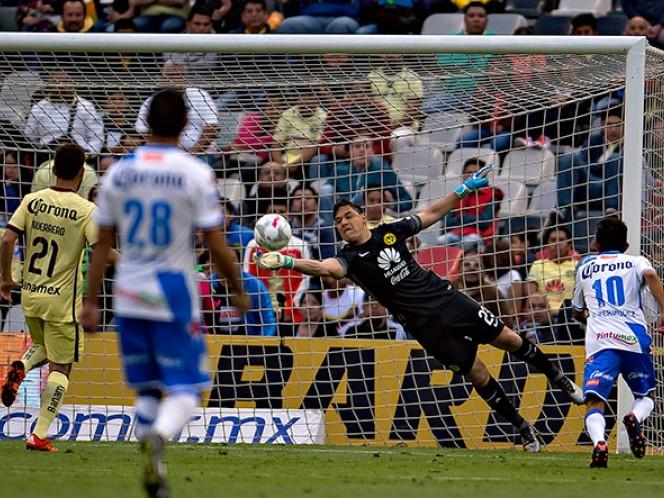En el segundo lapso, Moisés Muñoz desvió el esférico con un manotazo (Mexsport)