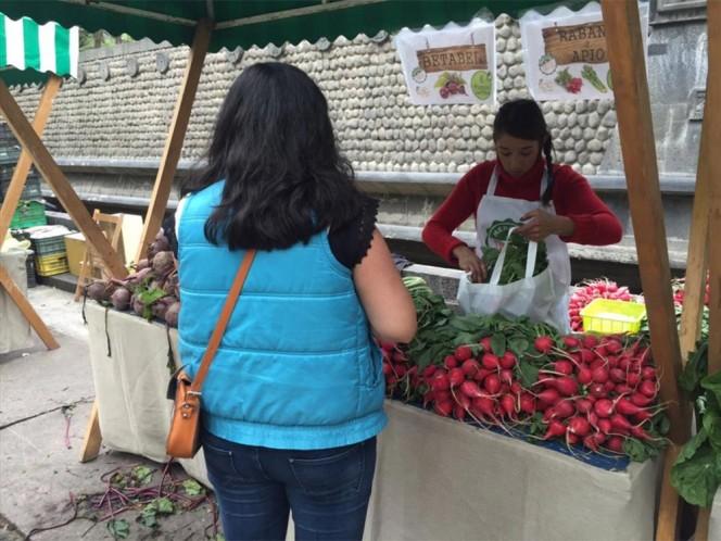 Pese al frío, los capitalinos participaron en el Mercado de Trueque.
