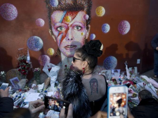 El mural fue edificado en el barrio donde creció Bowie. (AP)